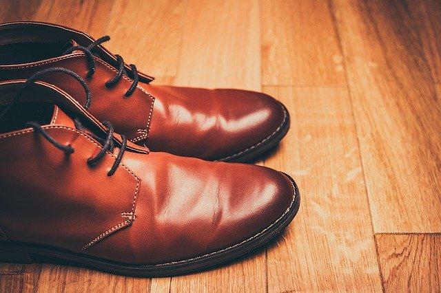 Détendre des chaussures en cuir : mode d'emploi