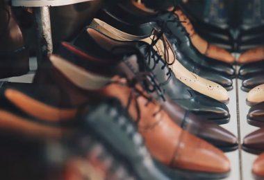Détendre des chaussures en cuir